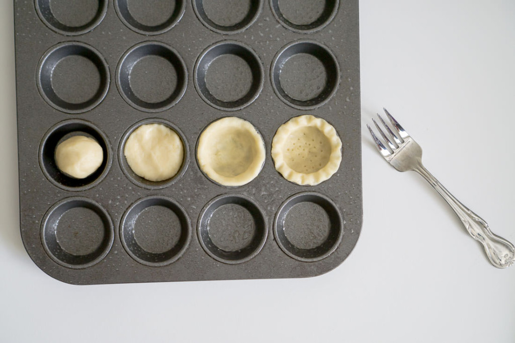 Forming the egg tarts, from L to R: (1) ball of dough, (2) dough pressed flat, (3) plain tart crust, (4) fluted tart crust
